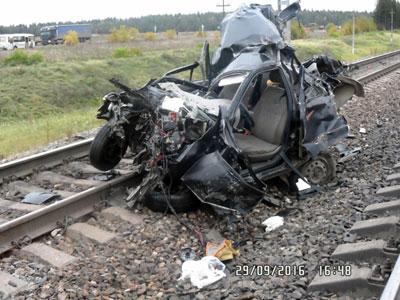 В области автомобиль столкнулся с поездом