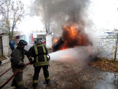 На ул.Никонова горел автомобиль