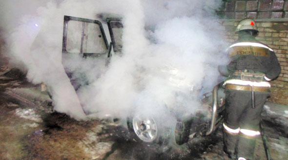На Долинной горел автомобиль