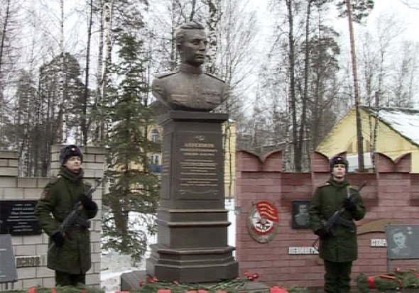 Памятник первому командиру дивизии!