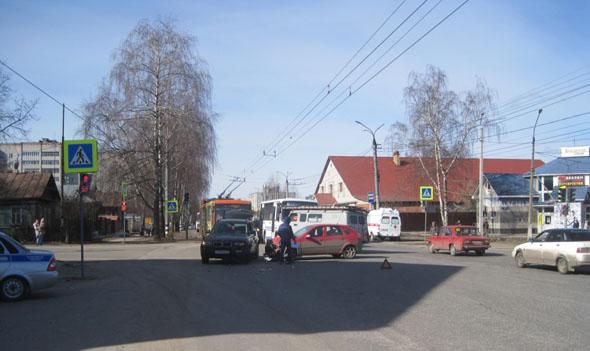 В авариях пострадали 2 человека