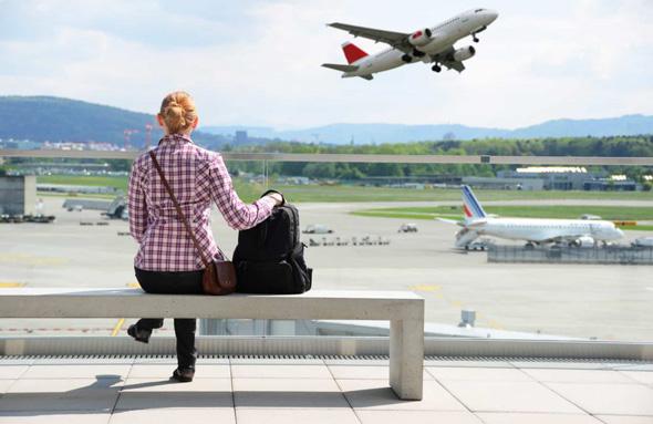 Отплатить долги в аэропорту