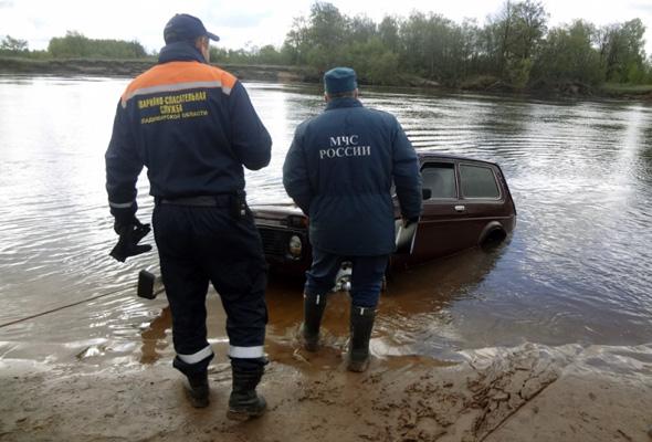 В Клязьме затонула машина