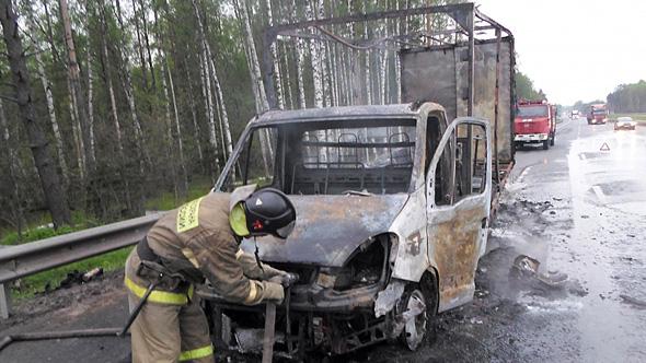 В машине сгорели люди