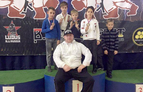 Победа юных борцов