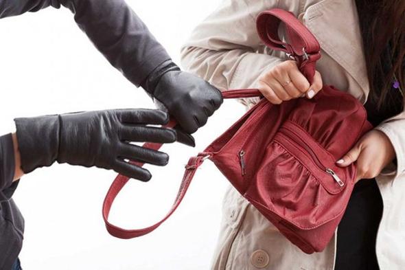 Украл инструменты и отобрал сумку