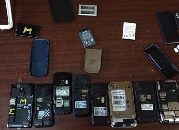 Изъято 74 телефона