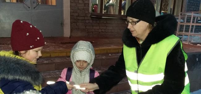 Сотрудники ГИБДД провели профилактическую акцию в школе