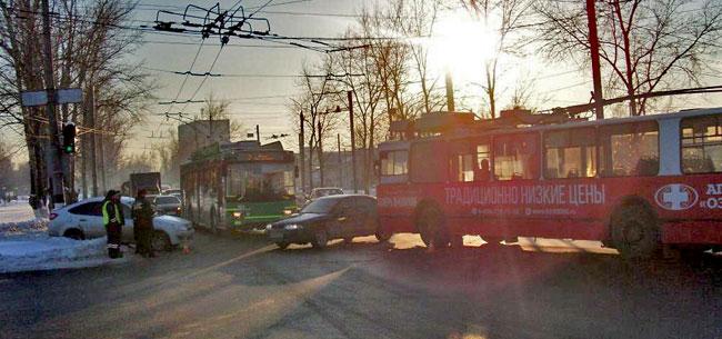Два ДТП с троллейбусами