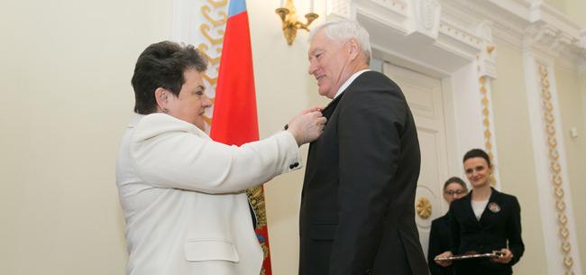 Губернатор наградила лучших работников области
