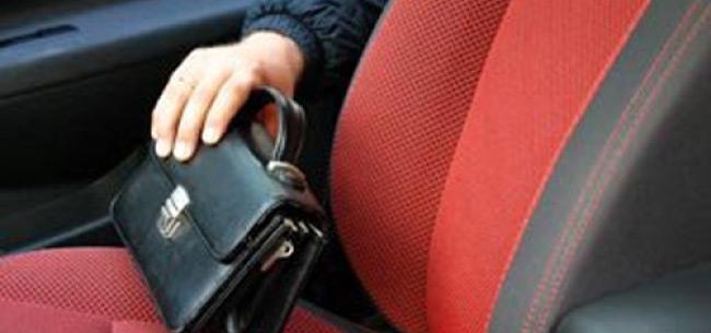 Полицейские раскрыли серию краж из авто