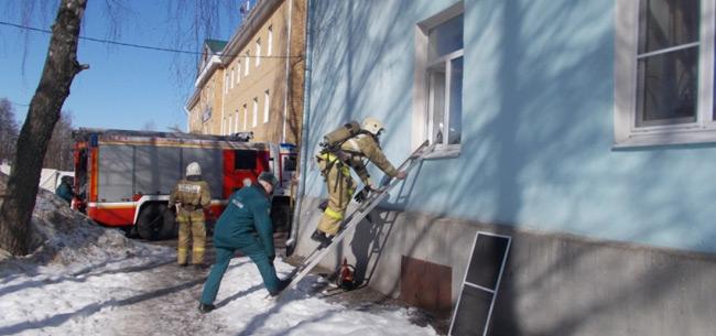 На пожаре в Коврове спасли пенсионеров