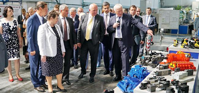 Председатель Госдумы и глава Ростеха посетили КЭМЗ