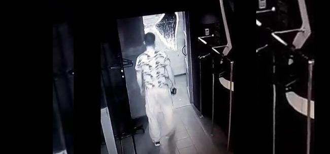 Полицейские разыскивают подозреваемого в краже кошелька в баре