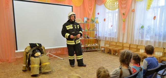 Сотрудники МЧС вручили подарки воспитанникам Ковровского социально-реабилитационного центра для несовершеннолетних