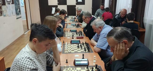 В Коврове в Доме детского творчества прошел шахматный турнир между школьниками и ветеранами