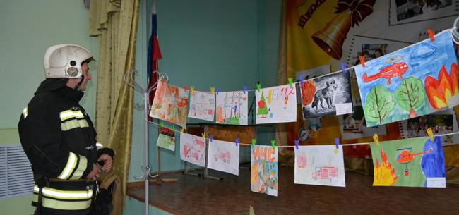 Сотрудники МЧС подвели итоги конкурса рисунков ко Дню спасателя в иваново-эсинской школе