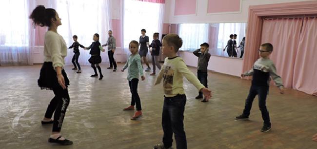В Коврове в Доме детского творчества воспитанники приняли участие в проекте &quotДети-детям&quot