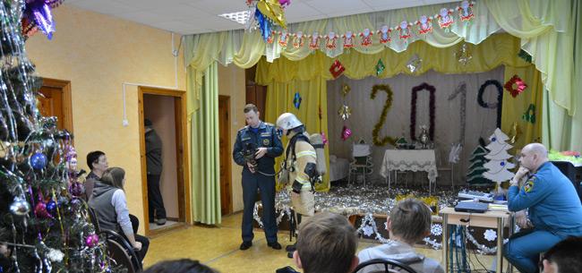Сотрудники МЧС провели занятие в Мелеховском детском доме