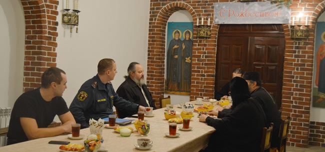 В преддверии Крещения сотрудники МЧС провели профилактическую встречу с настоятелями храмов и церквей