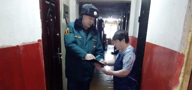 Сотрудники МЧС Коврова провели профилактический рейд на ул. Киркижа