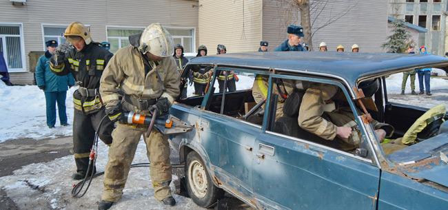 В Коврове сотрудники МЧС провели тренировку по ликвидации последствий ДТП