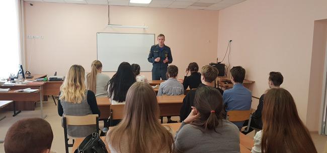 Сотрудники МЧС проводят профориентационные занятия со школьниками Коврова