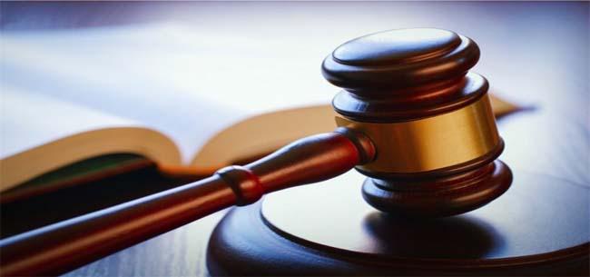 Напал на полицейского и оскорбил судью