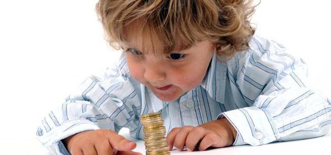 Детские пособия будут платить до 3 лет