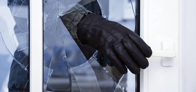 Разбил окно и украл телевизор
