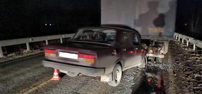 В авариях пострадали два человека