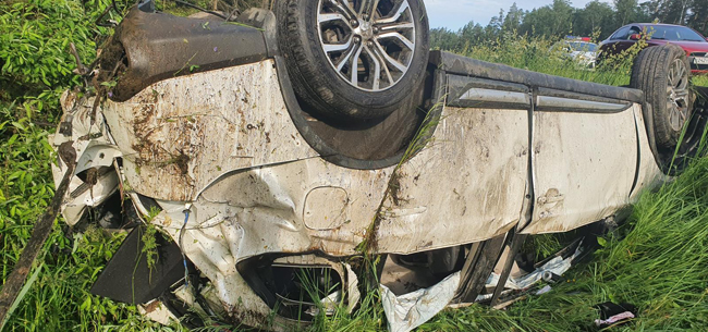 Автомобиль вылетел в кювет