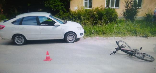 Легковушка сбила ребенка на велосипеде