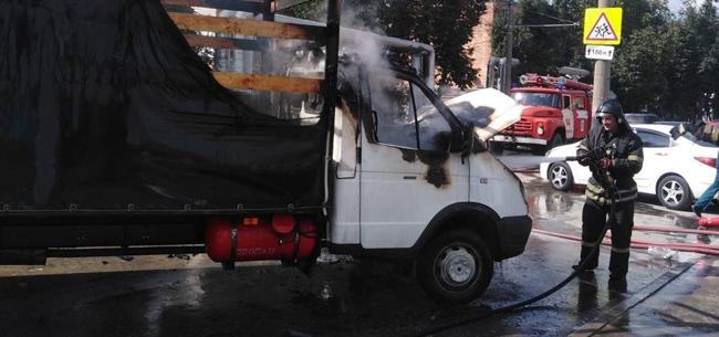 На Либерецкой горел автомобиль