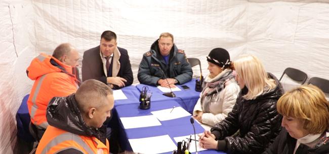 Последствия схода вагонов в Камешковском районе устраняют около 300 человек